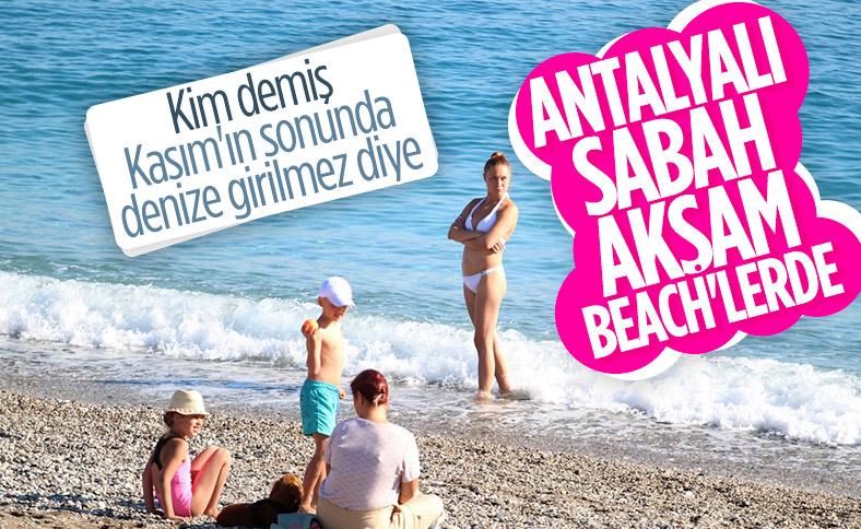 Antalya'da deniz sezonu bitmiyor