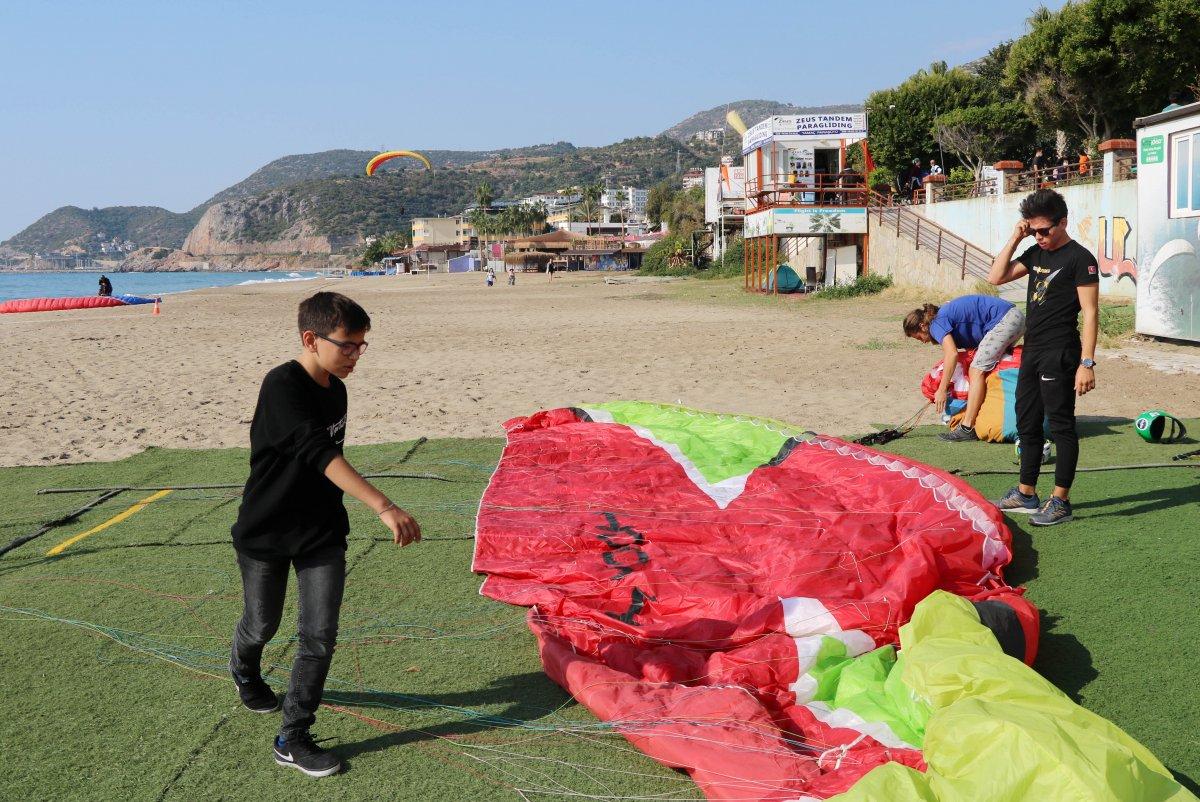 Antalya da en genç akrobasi pilotu destek bekliyor #3