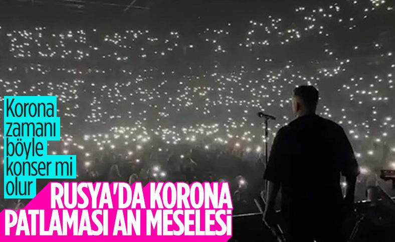 Rusya'da koronavirüs önlemlerinin hiçe sayıldığı konser tepki gördü