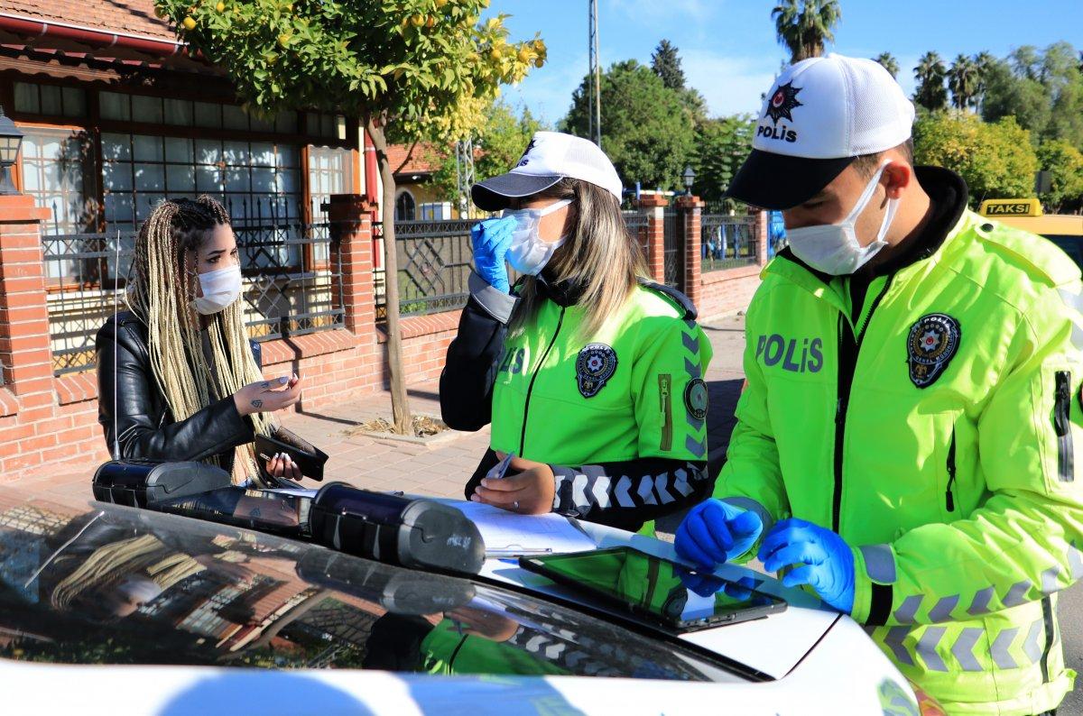 Adana'da maske cezası yiyen kadın, polisleri tehdit etti #2