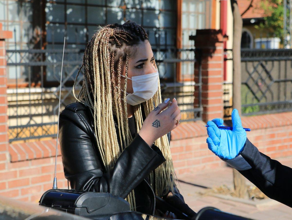 Adana'da maske cezası yiyen kadın, polisleri tehdit etti #3