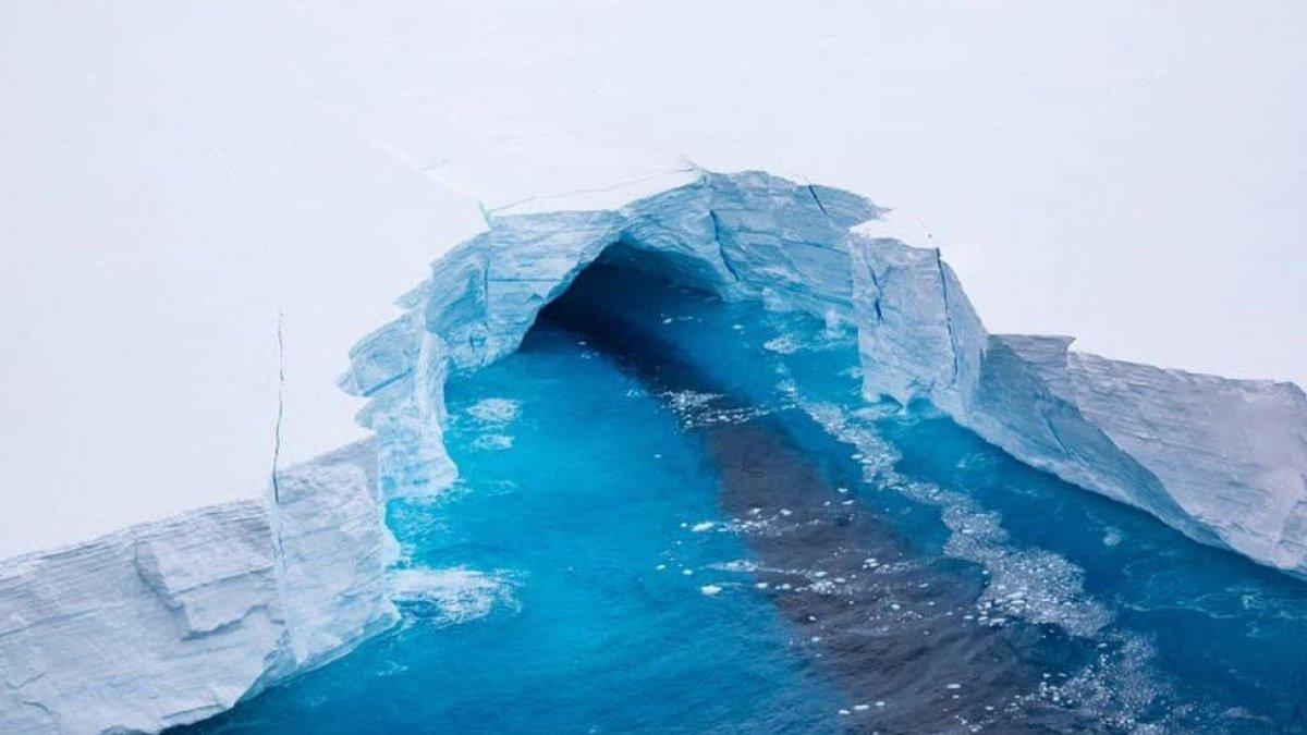 Dünyanın en büyük buz dağındaki erime gözlendi #4