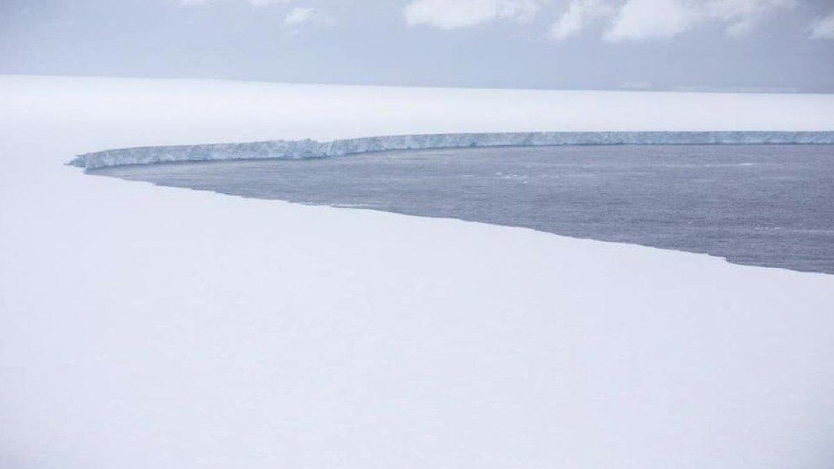 Dünyanın en büyük buz dağındaki erime gözlendi #1