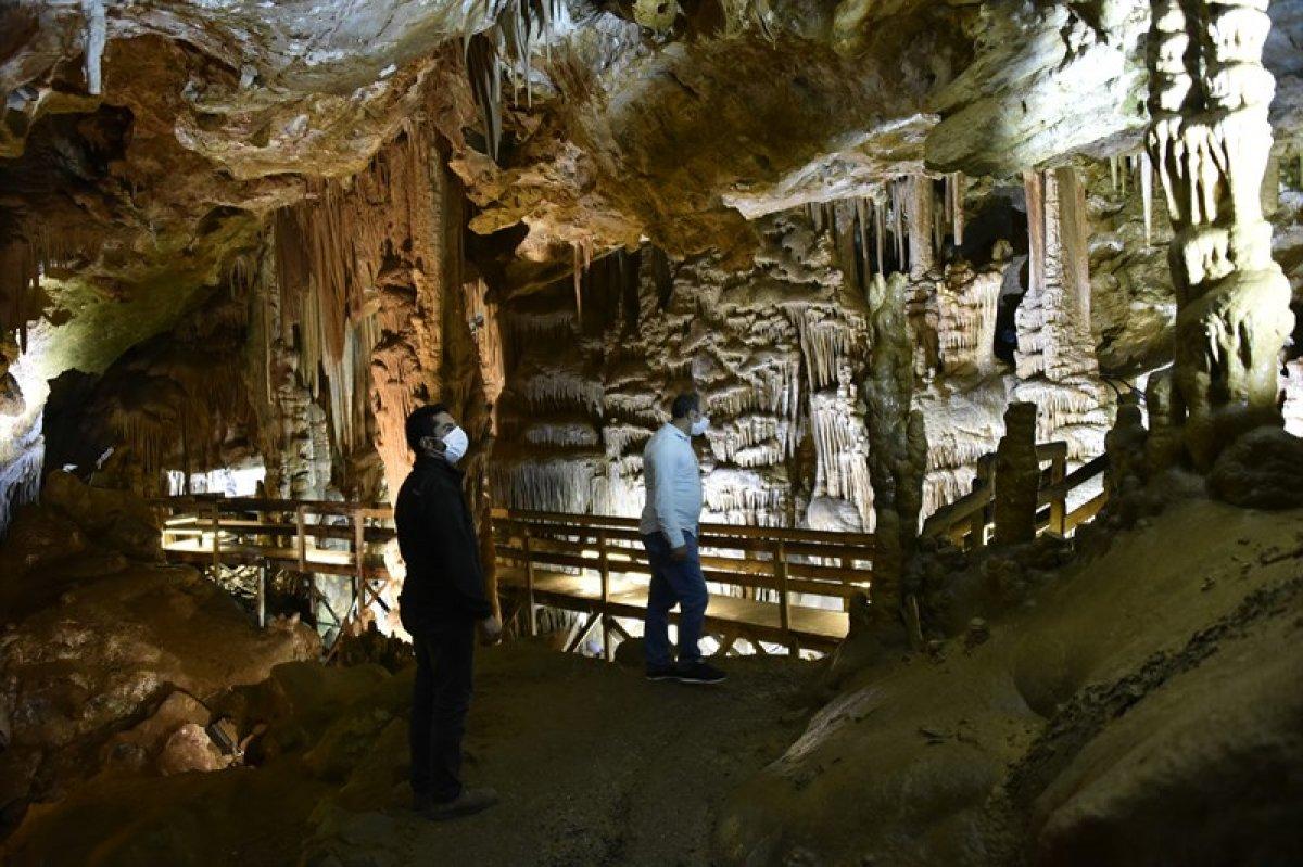 Gümüşhane'nin Karaca Mağarası turistlerin ilgi odağı oldu #2