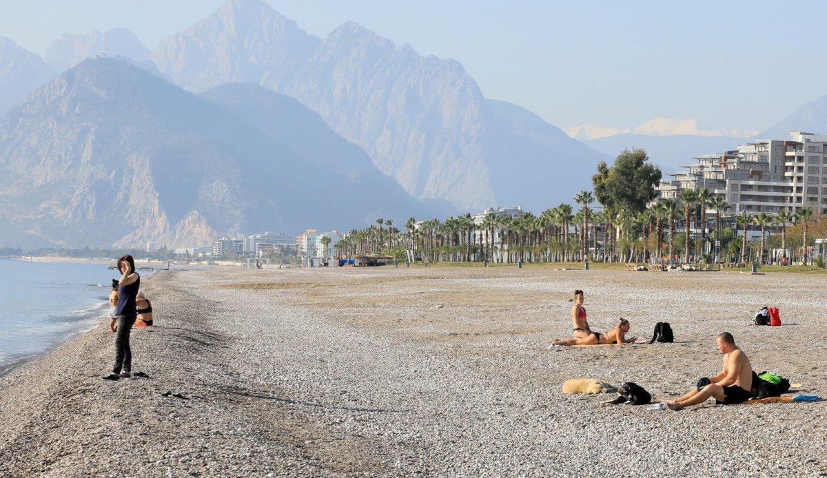 Vaka artışı yüzde 100 Antalya da, sahiller turist ve köpeklere kaldı #4