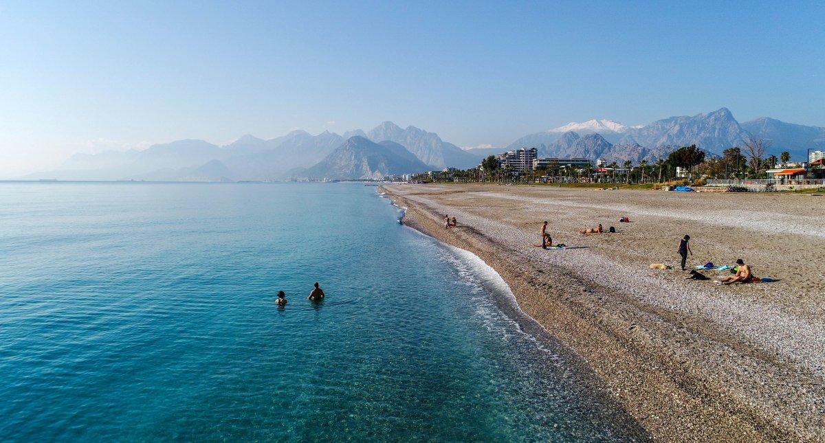 Vaka artışı yüzde 100 Antalya da, sahiller turist ve köpeklere kaldı #1