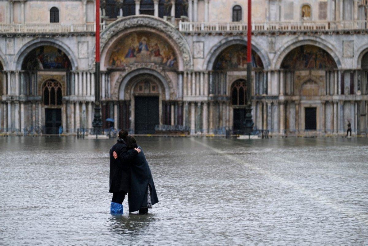 Venedik sular altında kaldı #1