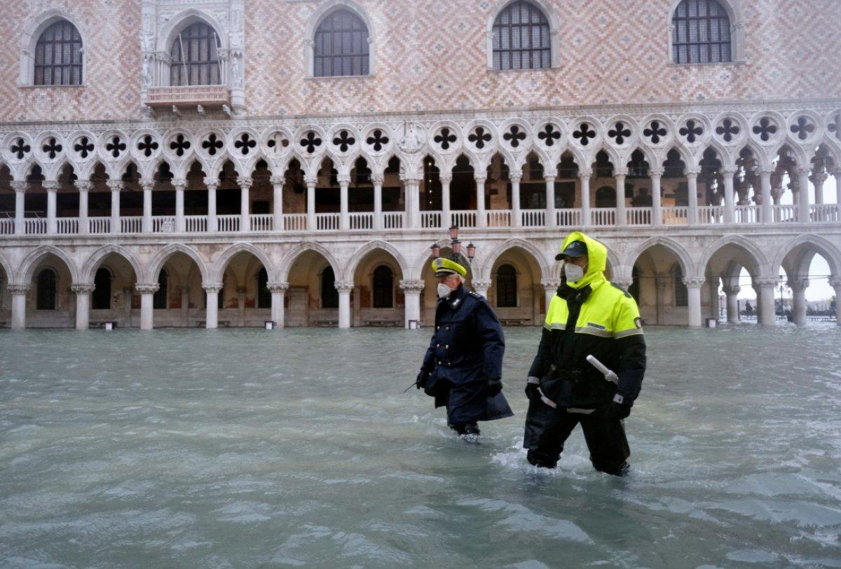 Venedik sular altında kaldı #6
