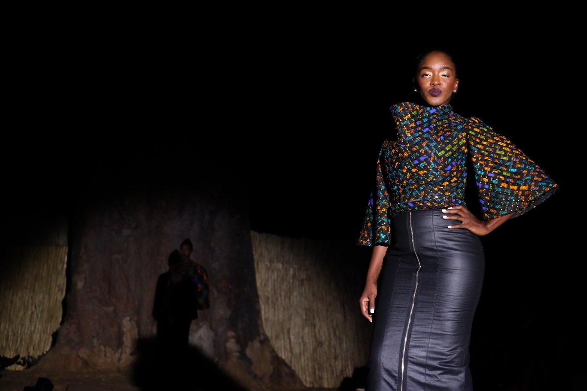 dakar moda haftasi baobap agaclari altinda duzenlendi 7028
