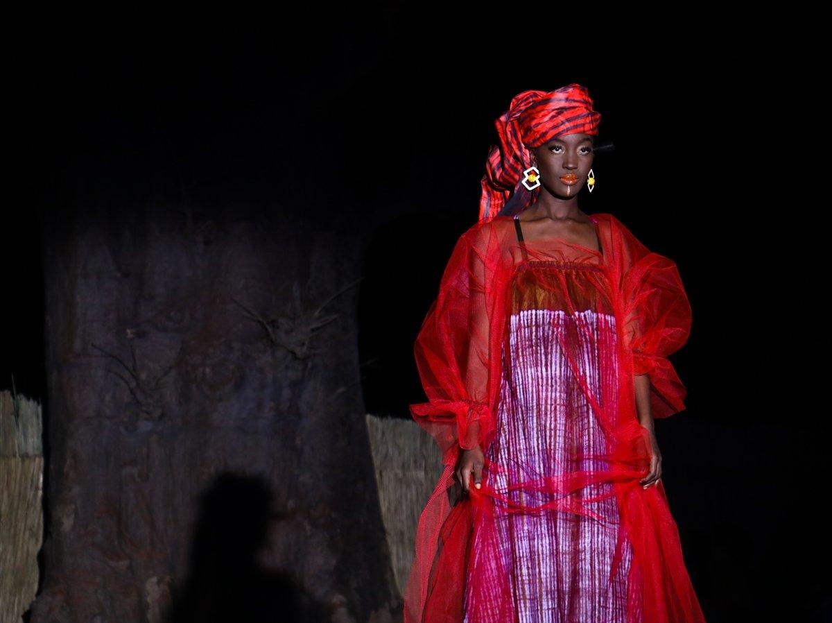 dakar moda haftasi baobap agaclari altinda duzenlendi 9802
