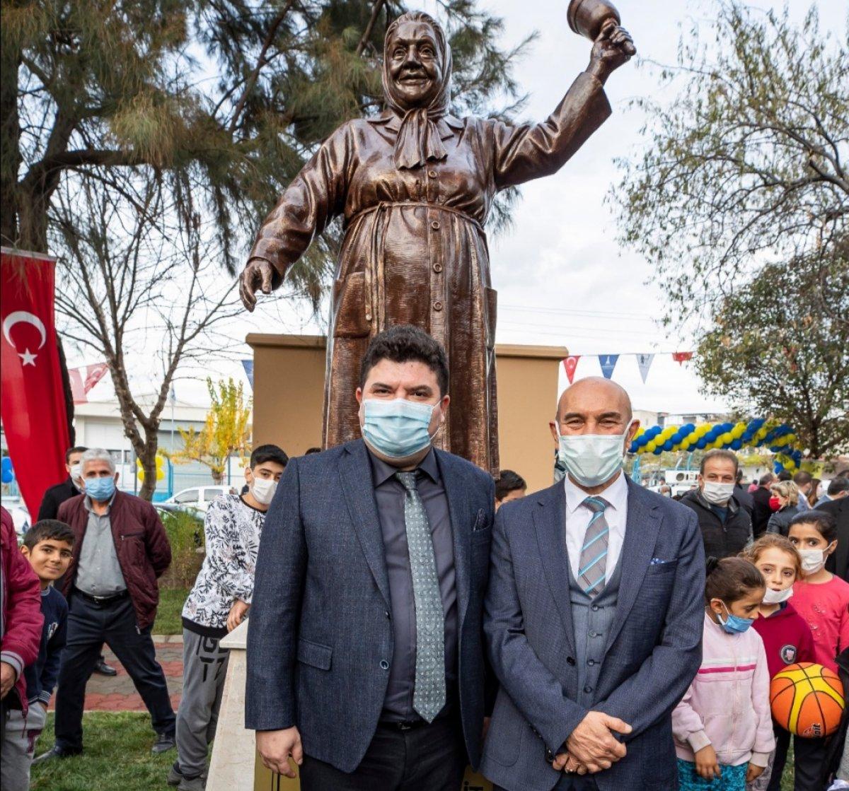 CHP den İzmir e Adile Naşit heykeli #2