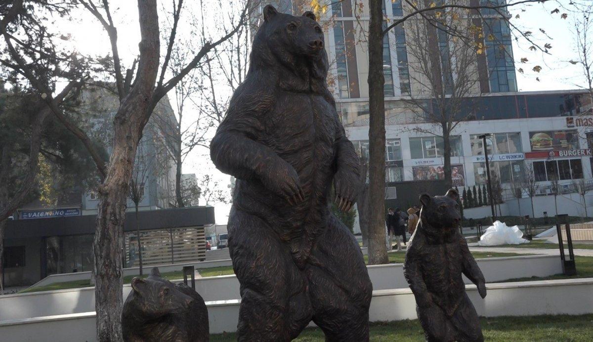 CHP li Bilecik Belediyesi ayı heykeli yaptı #2