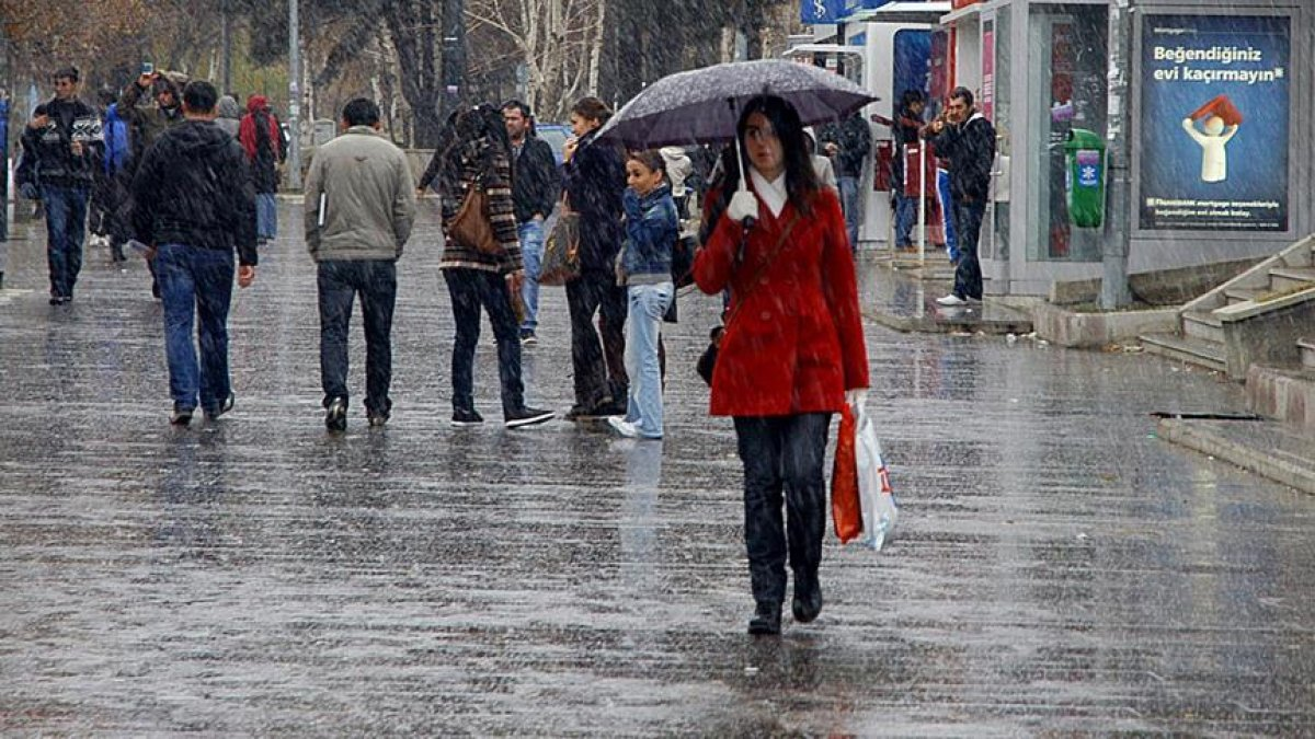 Meteoroloji: Kuzey ve güneyde sağanak, doğuda kar var #1