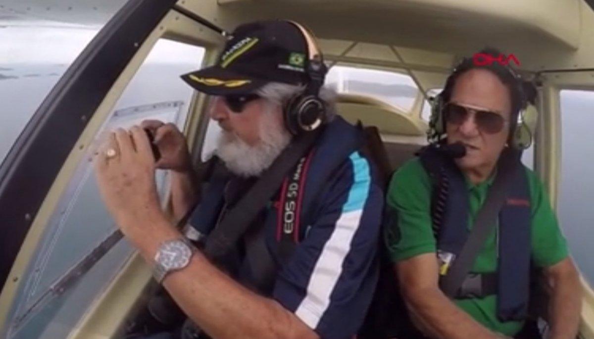 Brezilyalı belgeselci uçakta çekim yaptığı sırada telefonunu düşürdü #1