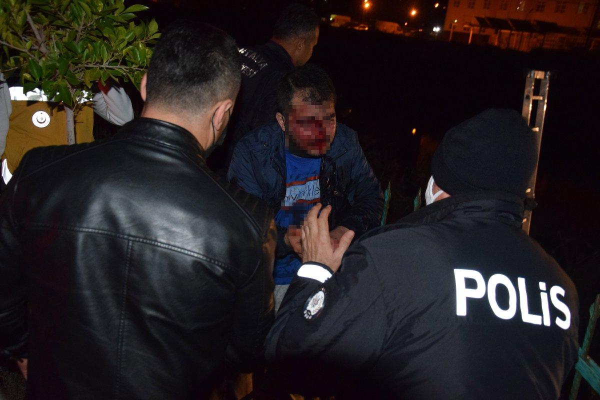 Antalya da alkollü sürücü otomobiliyle birlikte dereye düştü #2