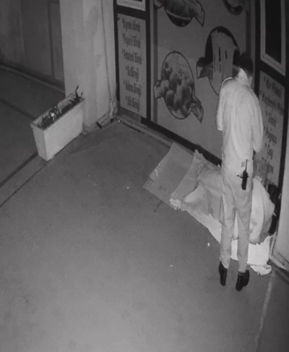 Antalya da ceza kesilen evsiz sokakta uyurken bulundu #1