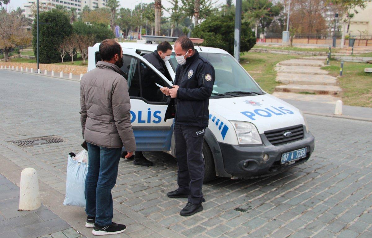 Antalya da ceza kesilen evsiz sokakta uyurken bulundu #6
