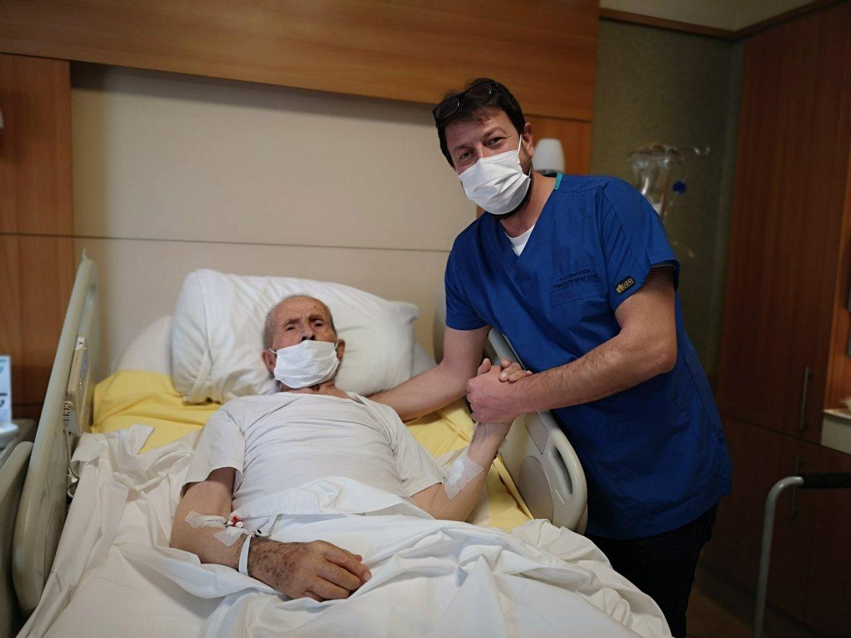 İstanbul da 103 yaşındaki Hacı Dede, koronavirüsü yendi #2