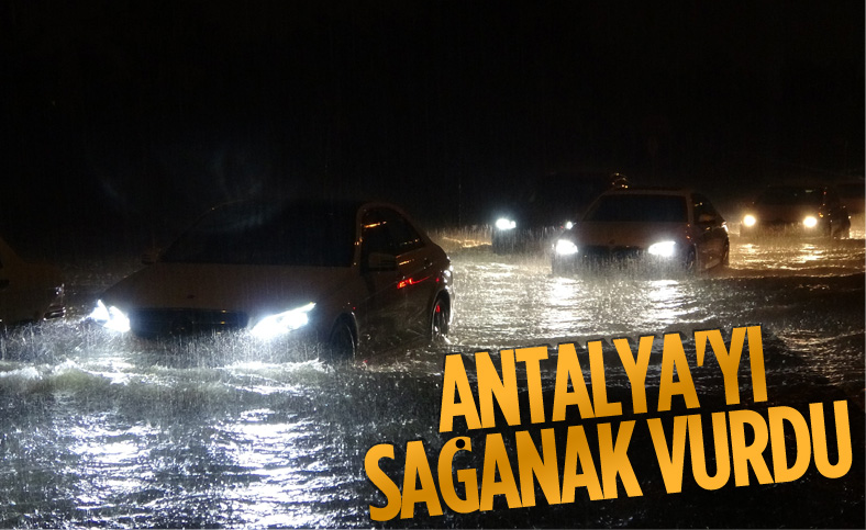Antalya'da sağanak yağış, yolları göle çevirdi