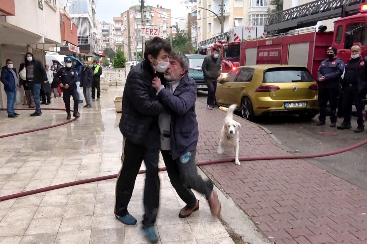 Antalya da madde bağımlısı şahıs evini ateşe verdi #1