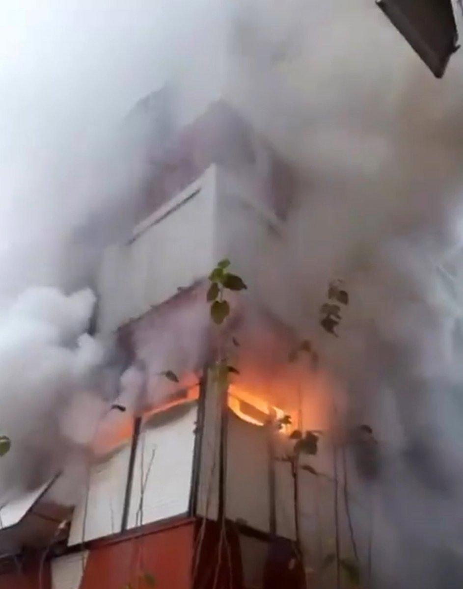 Antalya'da madde bağımlısı şahıs evini ateşe verdi