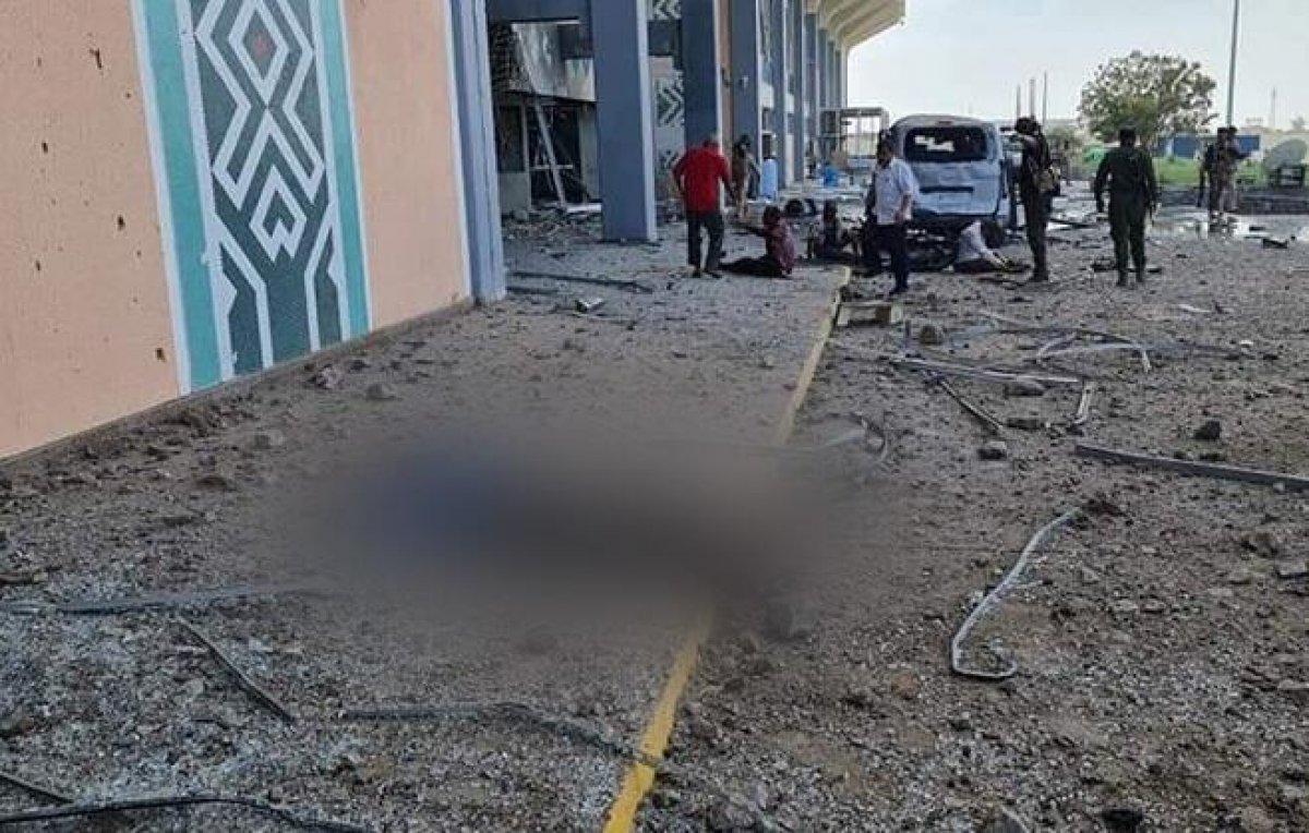 Yemen'deki Aden Havaalanı'nda büyük bir patlama meydana geldi #8