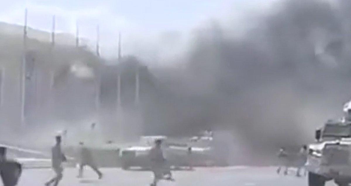 Yemen'deki Aden Havaalanı'nda büyük bir patlama meydana geldi #2