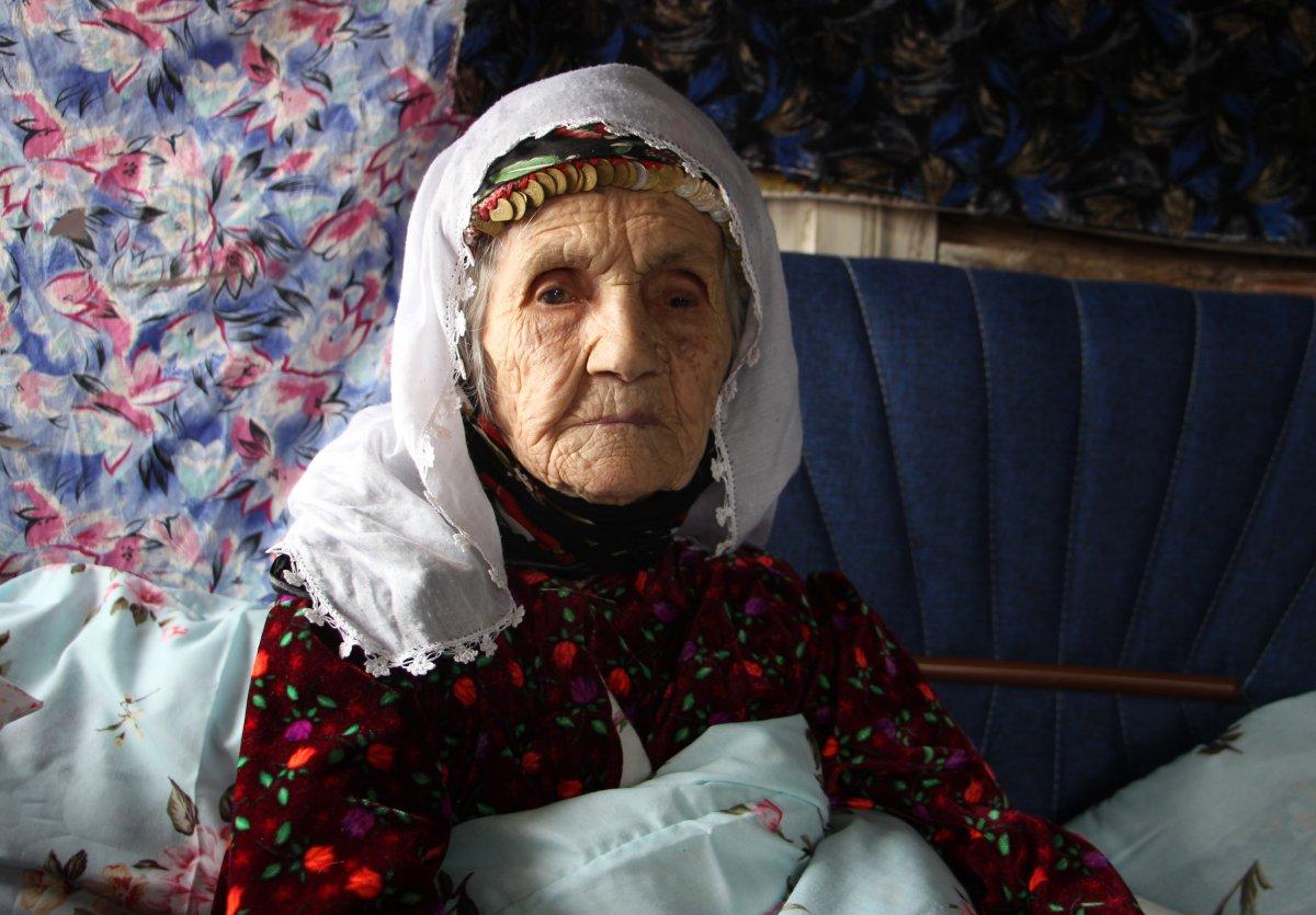 Isparta da yaşayan 101 yaşındaki Emine Aksoy, koronayı yendi #1