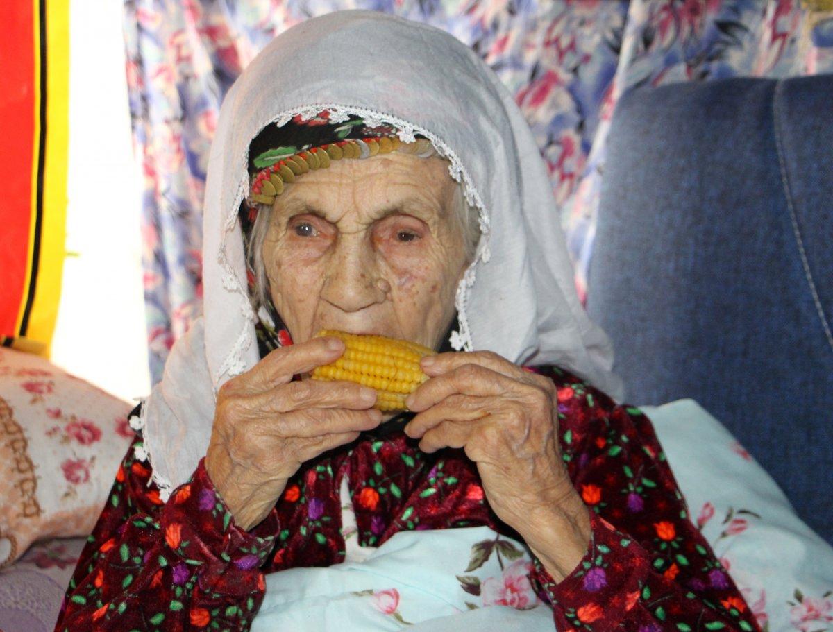 Isparta da yaşayan 101 yaşındaki Emine Aksoy, koronayı yendi #2