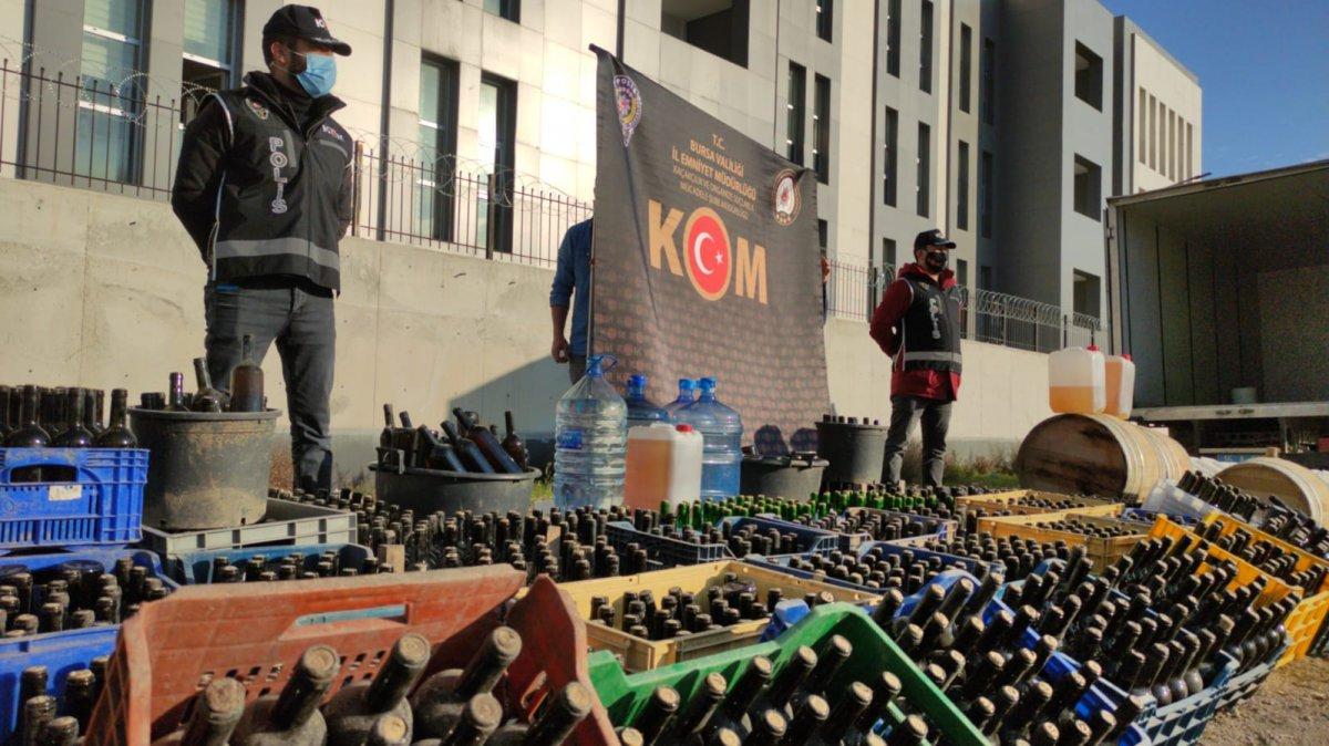 Bursa'da yılbaşı gecesi öncesi 10 ton sahte içki ele geçirildi #9