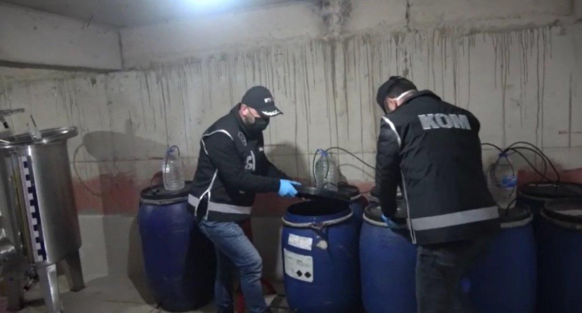 Bursa'da yılbaşı gecesi öncesi 10 ton sahte içki ele geçirildi #3