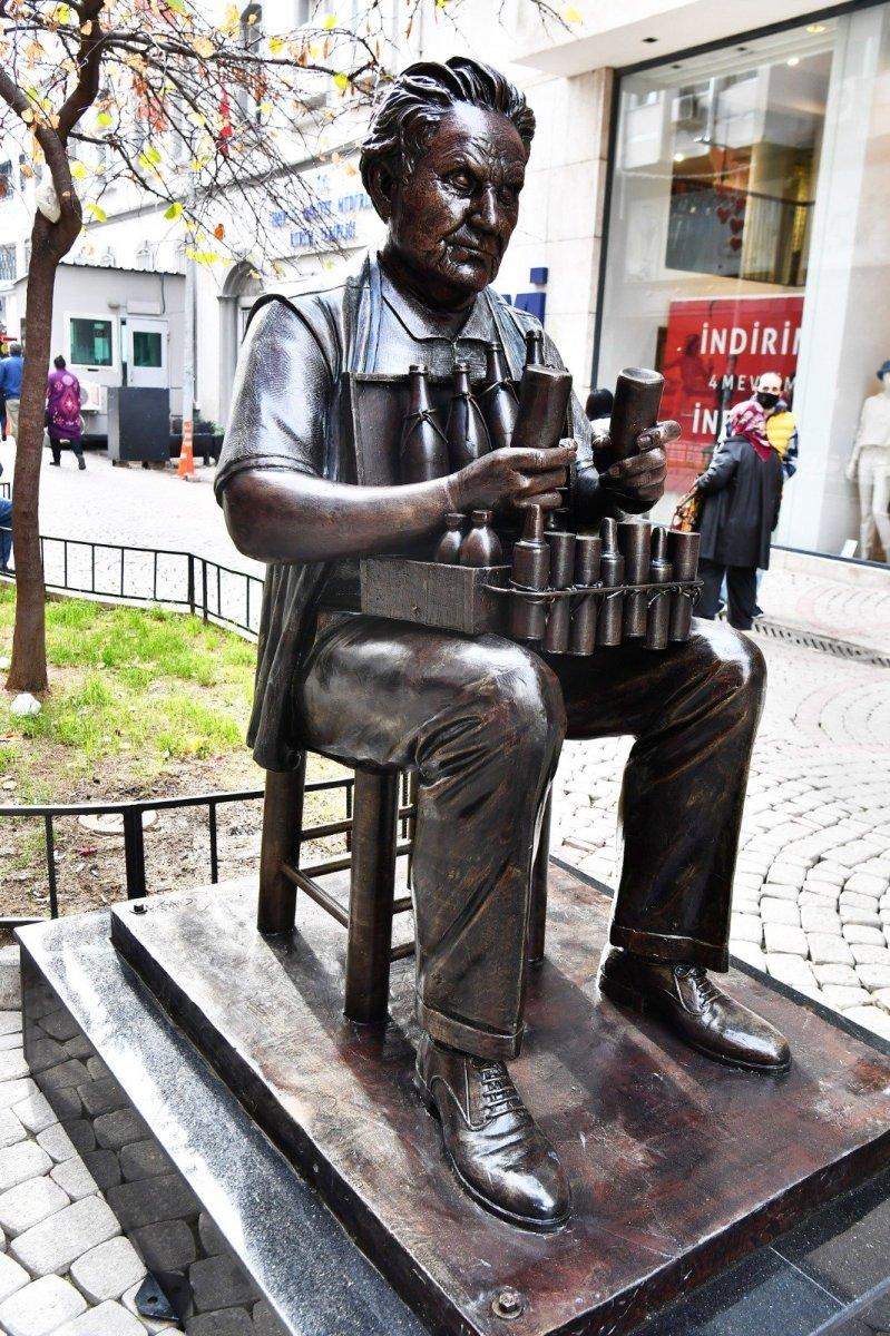 CHP li İzmir Büyükşehir Belediyesi nden yeni heykel hizmeti #1