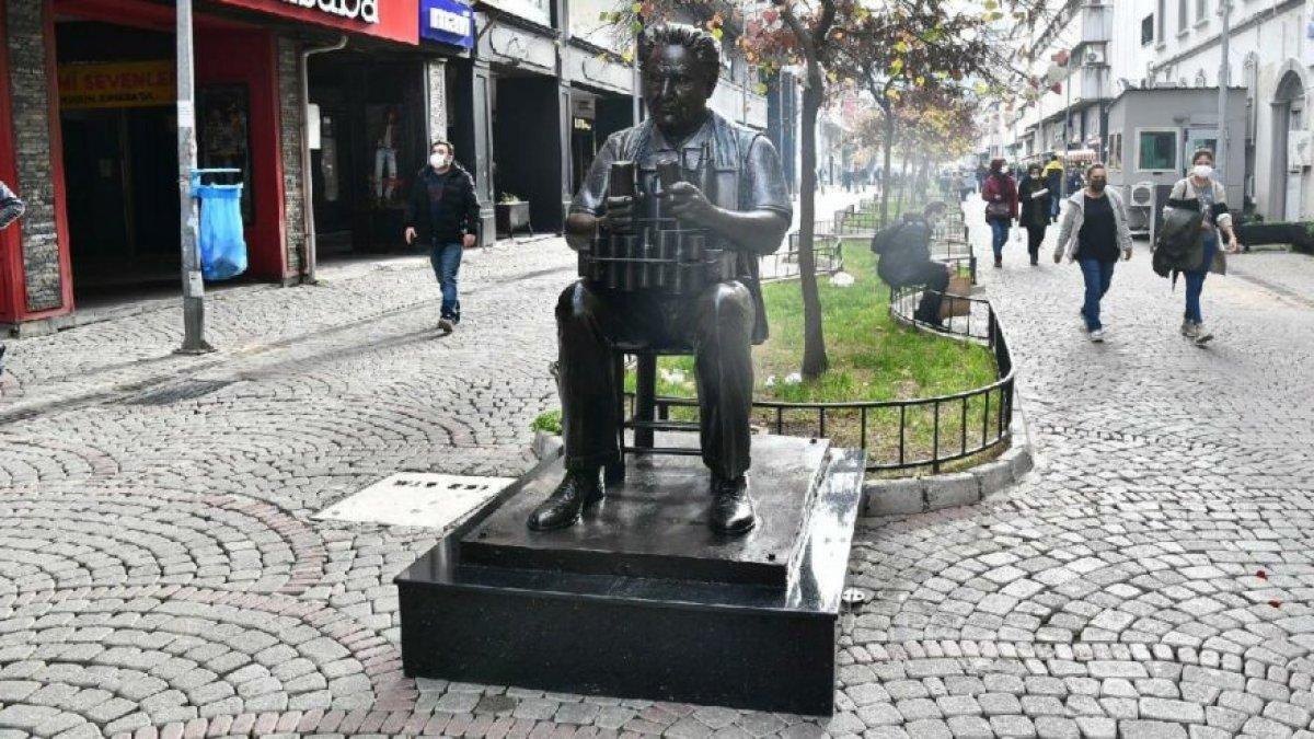 CHP li İzmir Büyükşehir Belediyesi nden yeni heykel hizmeti #2