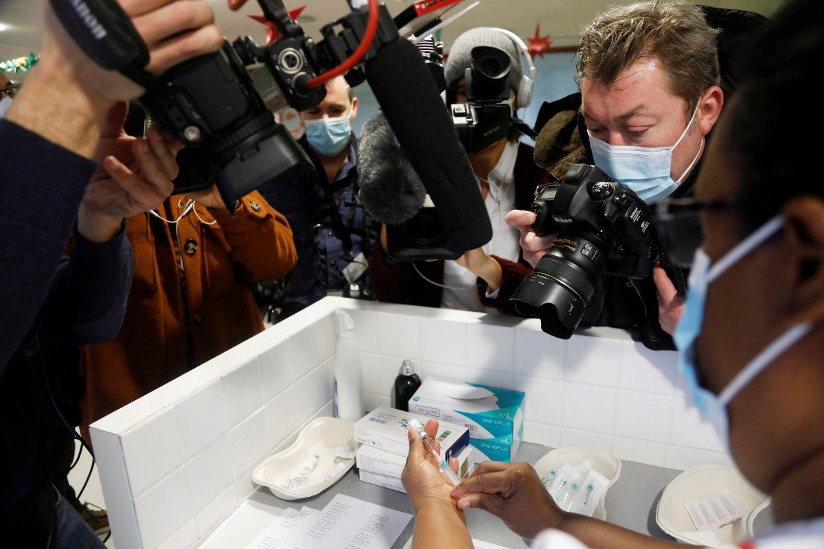 Fransa da aşı kampanyası alay konusu oldu #3