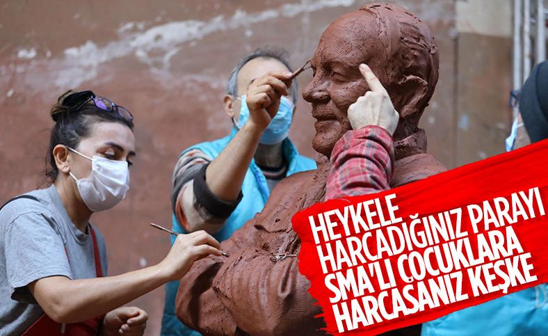 CHP'li Buca Belediyesi Bekir Coşkun'un heykelini yapıyor