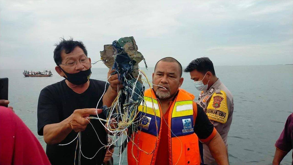 Endonezya da yolcu uçağı denize düştü #2