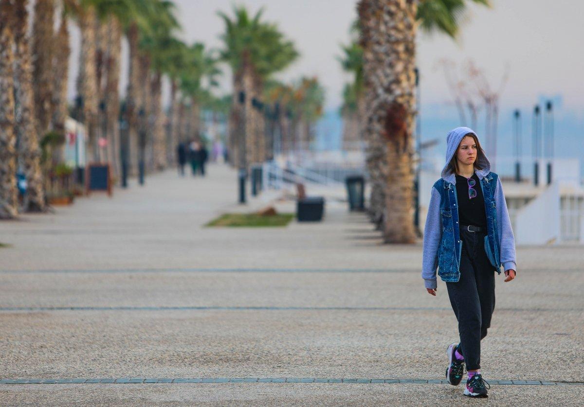 Antalya da kısıtlamadan muaf turistler denize girdi #5
