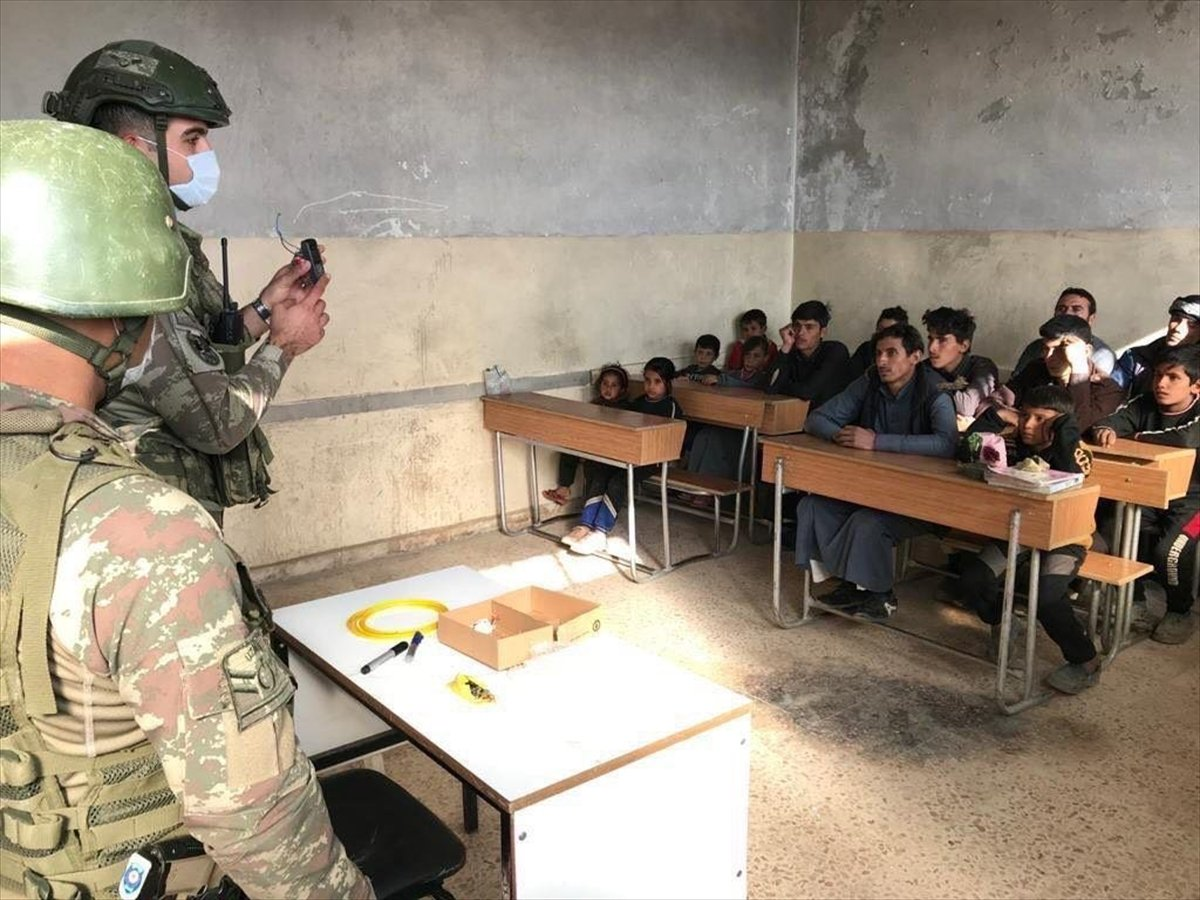 Suriyeli çocuklara mayın ve EYP eğitimi #1
