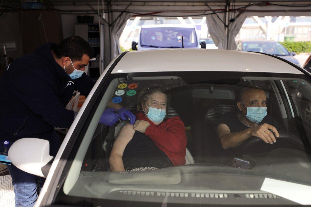 İsrail de araçlı koronavirüs aşılama merkezi kuruldu #4