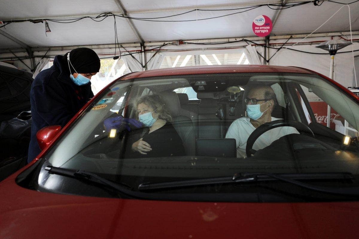 İsrail de araçlı koronavirüs aşılama merkezi kuruldu #2