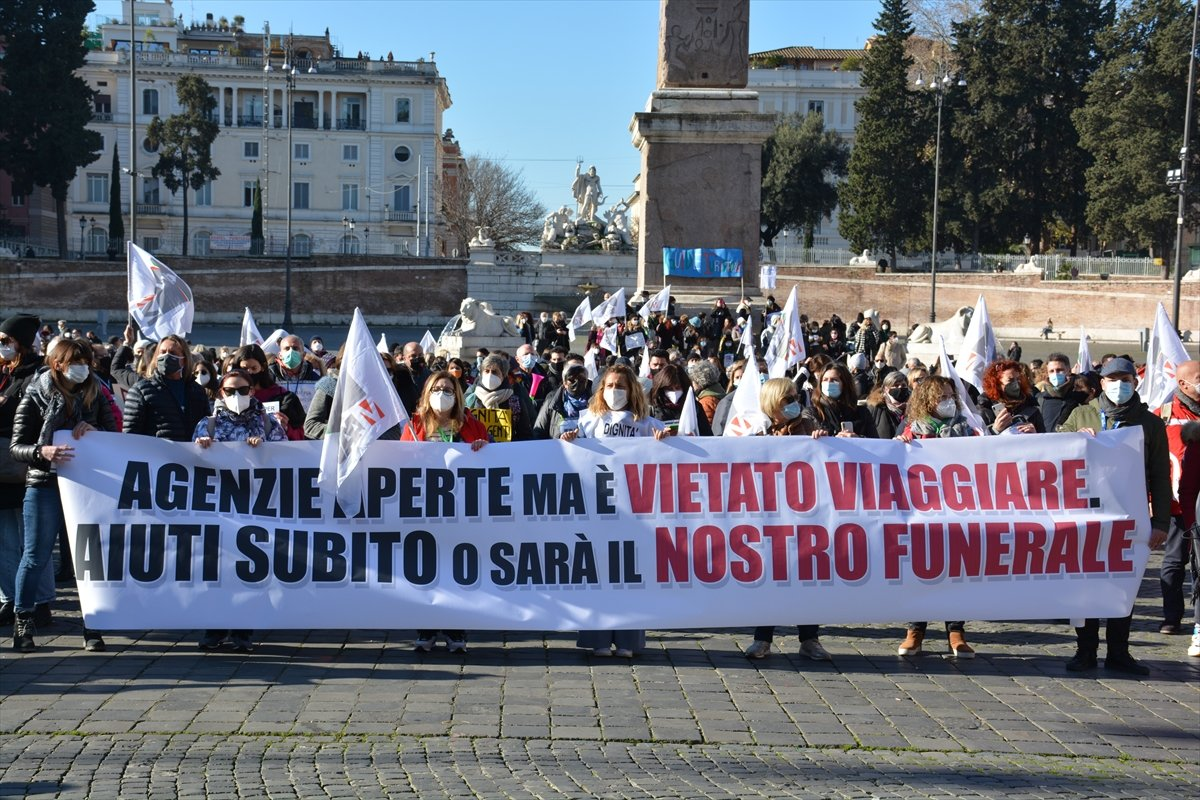 İtalya'da turizmciler meydanlara indi