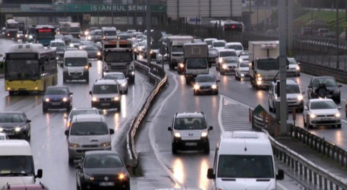 İstanbul da trafik yoğunluğu yüzde 75 e ulaştı #3