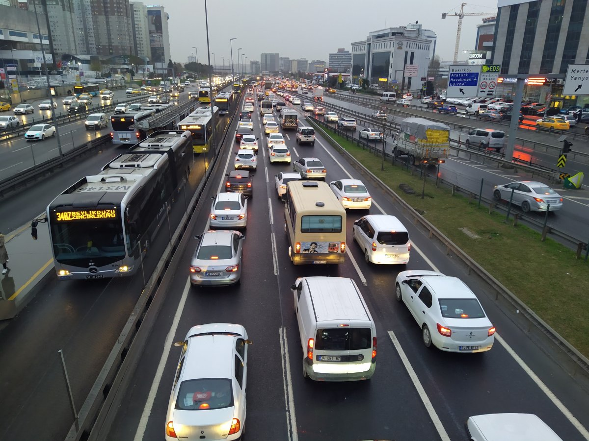 İstanbul da trafik yoğunluğu yüzde 75 e ulaştı #4