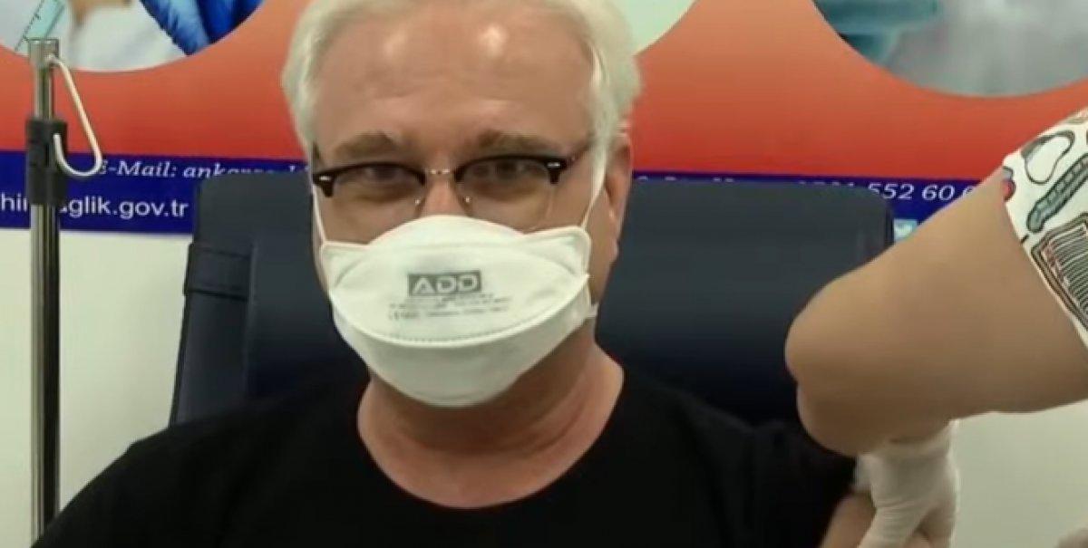 Fahrettin Koca, canlı yayında aşı oldu #4