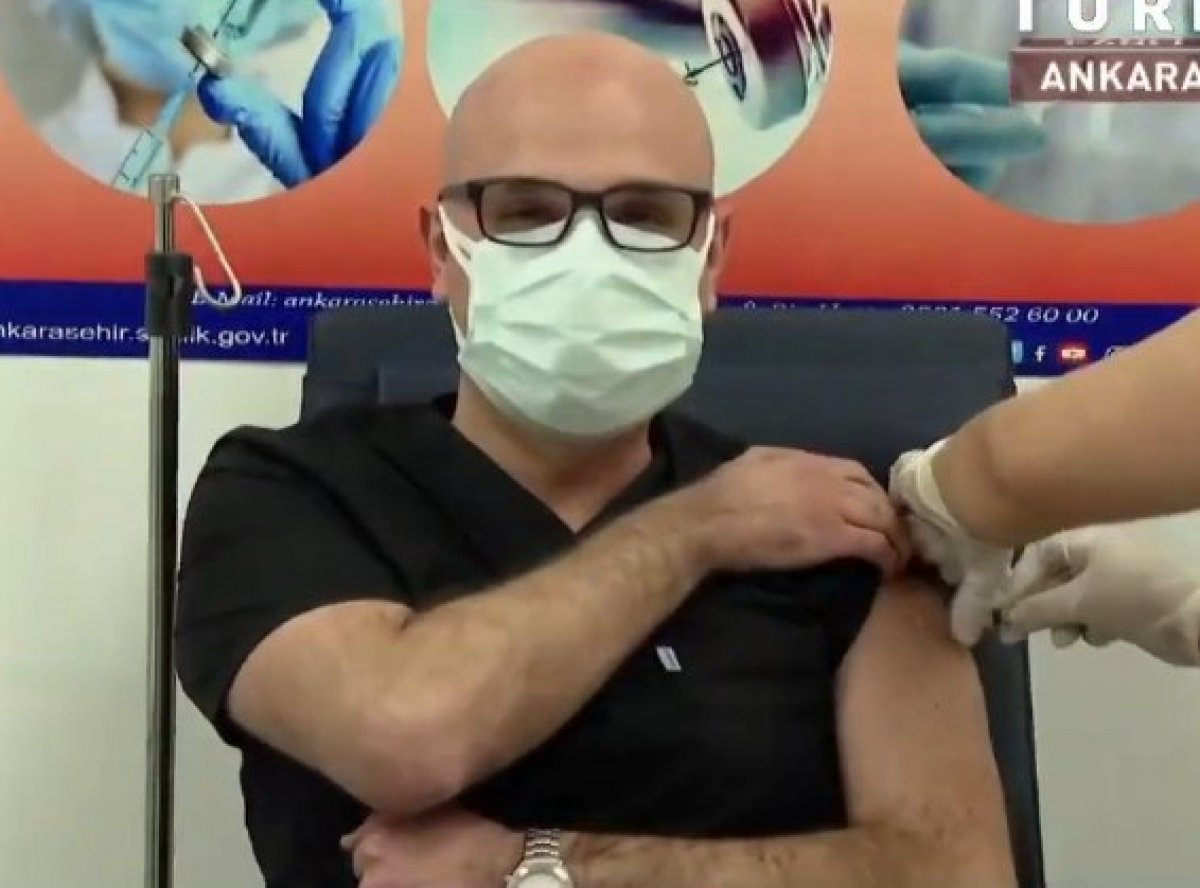 Fahrettin Koca, canlı yayında aşı oldu #5