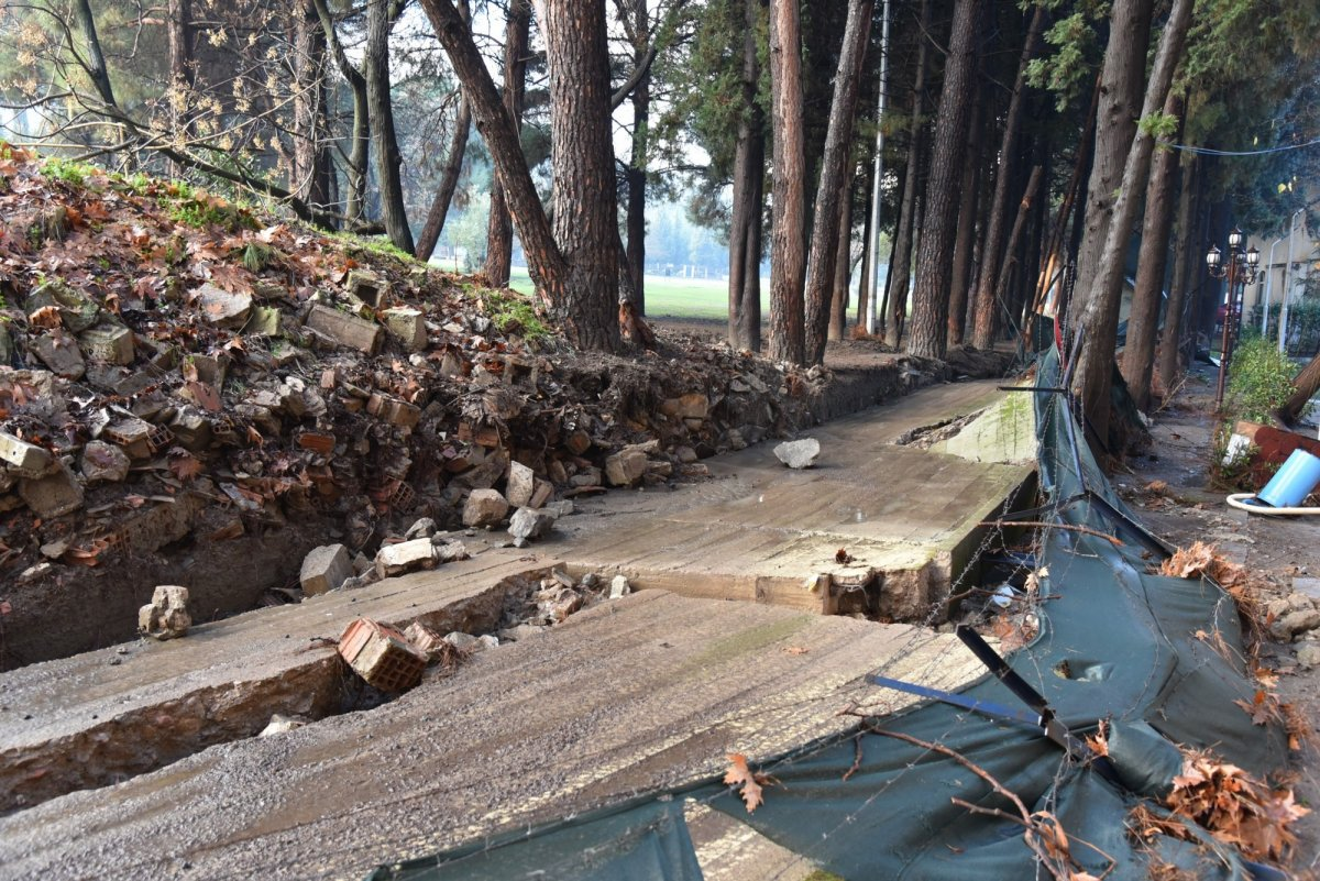 Manisa'da sel felaketinin şiddeti kamerada #4