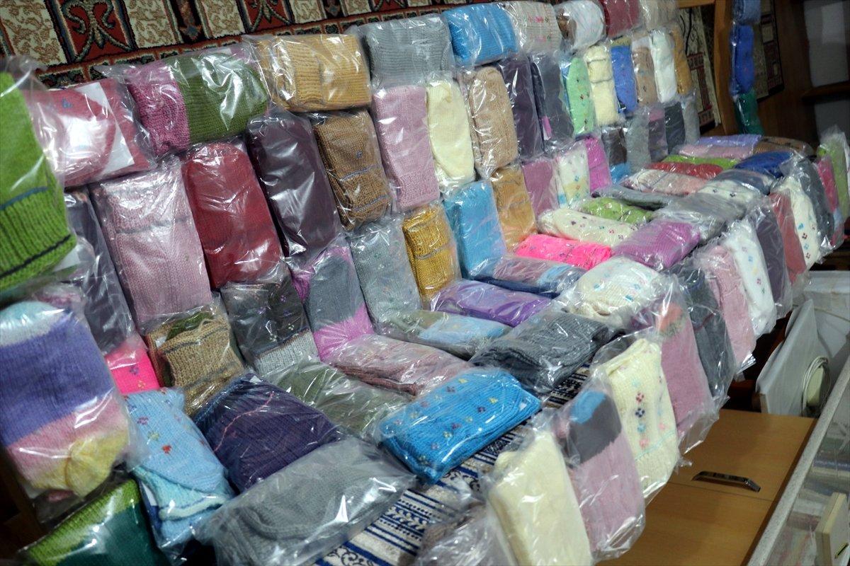 Yalovalı Zeliha Nine, ördüğü çorapları Mehmetçik e gönderdi #4