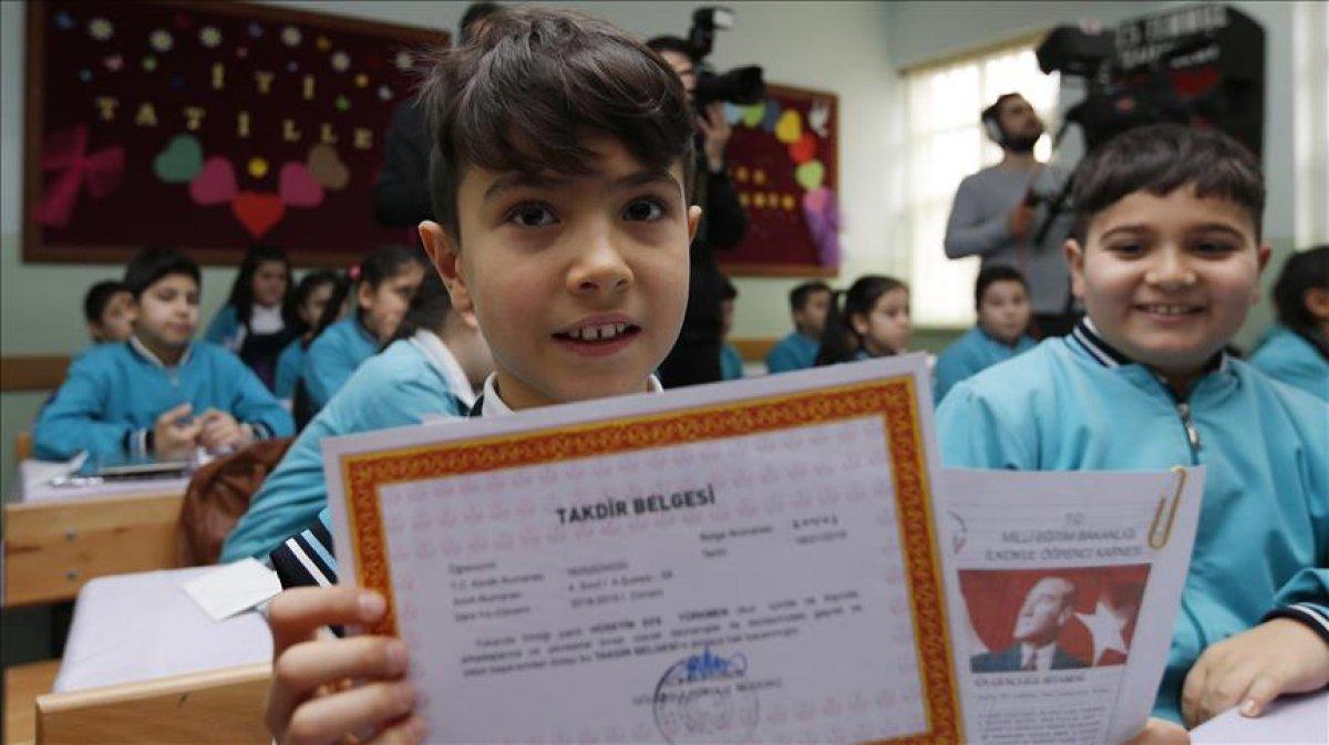 MEB: İlk ve ortaokullarda karne notları derse katılım puanıyla belirlenecek #1
