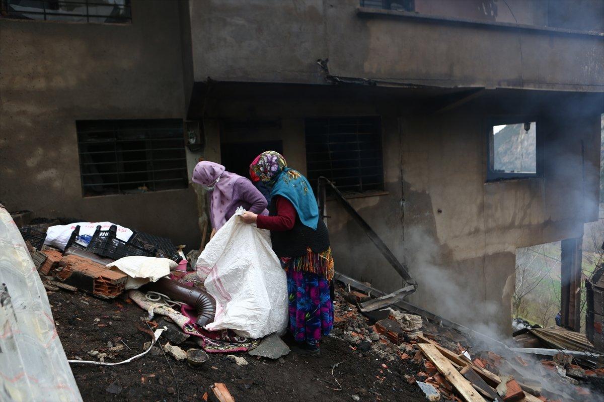 Trabzon da yangınla yok olan mahallede hasar tespiti yapılıyor #20