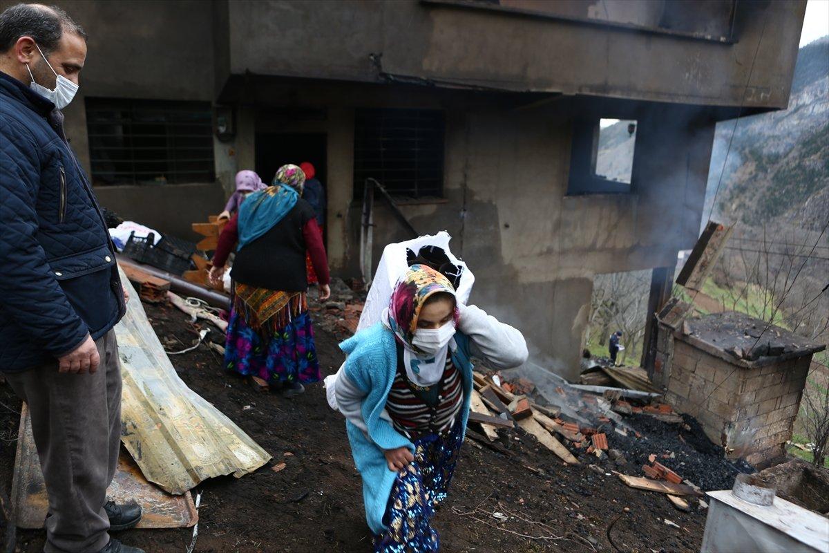 Trabzon da yangınla yok olan mahallede hasar tespiti yapılıyor #24